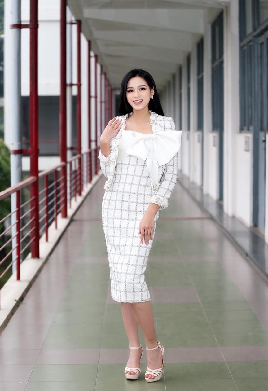 Hoa hậu Đỗ Thị Hà và Á hậu Phương Anh, Ngọc Thảo giản dị vẫn cực xinh đẹp - ảnh 1