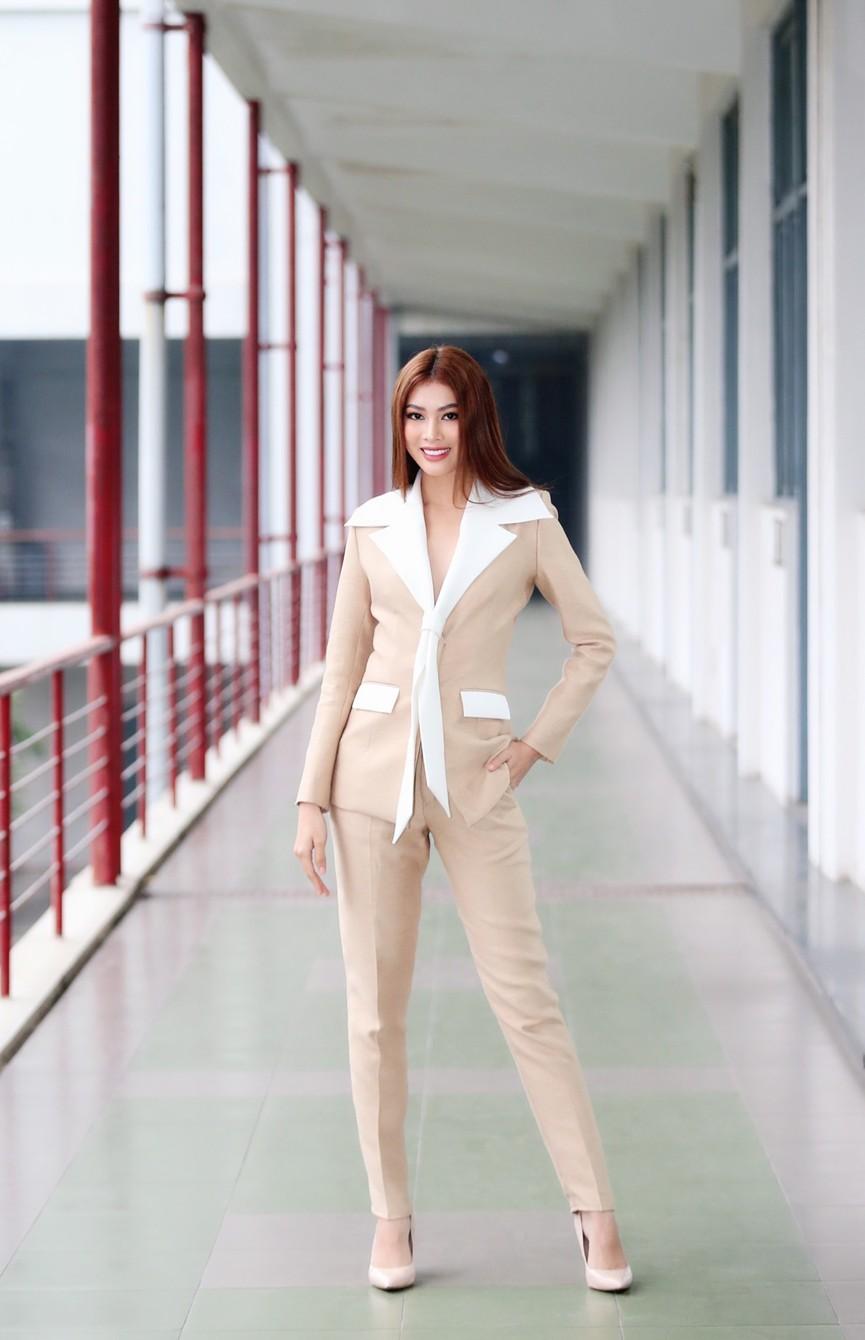 Hoa hậu Đỗ Thị Hà và Á hậu Phương Anh, Ngọc Thảo giản dị vẫn cực xinh đẹp - ảnh 8