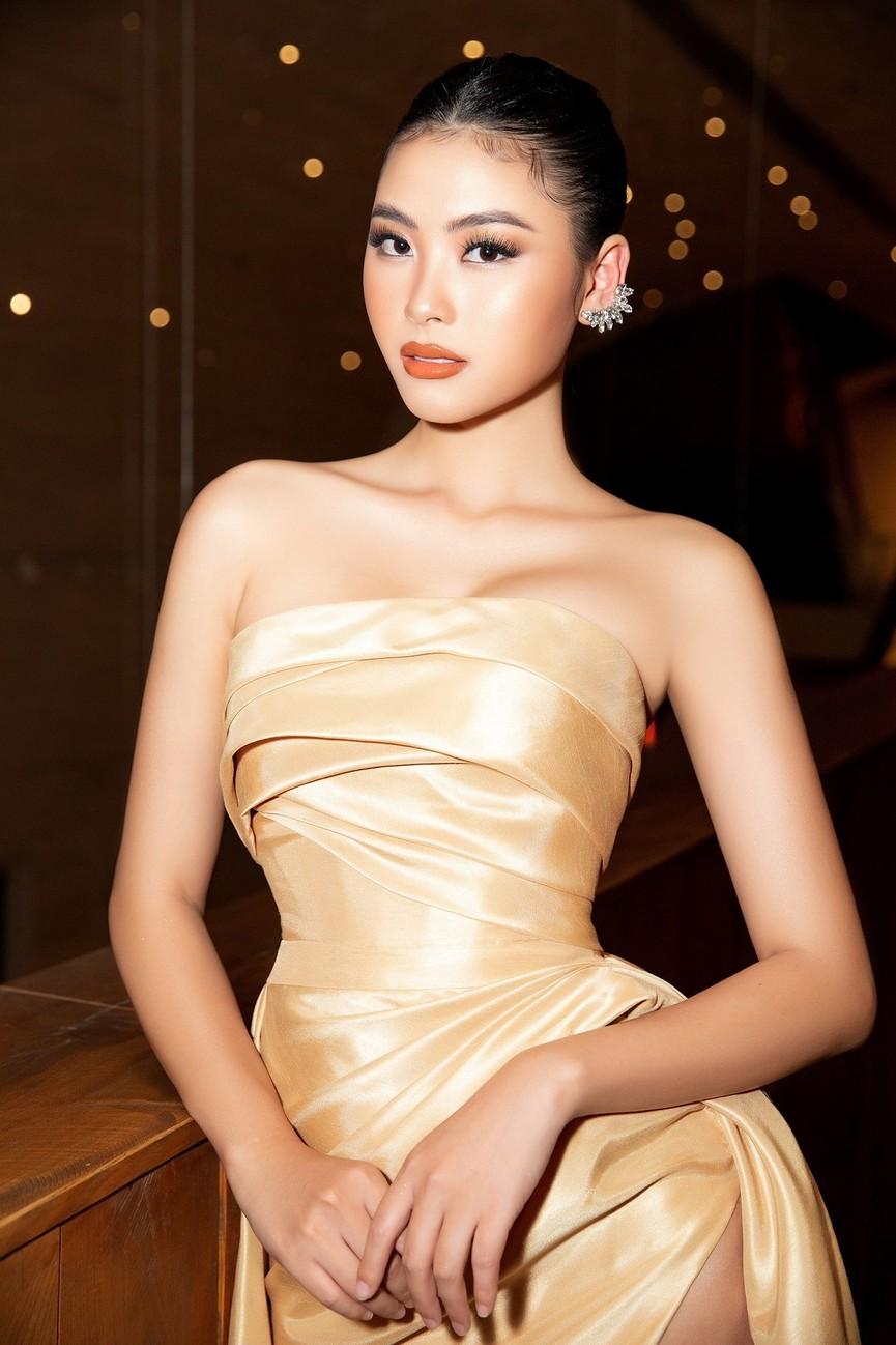 Gu thời trang 'thăng hạng' đầy nóng bỏng của Người đẹp Biển Đào Thị Hà  - ảnh 9