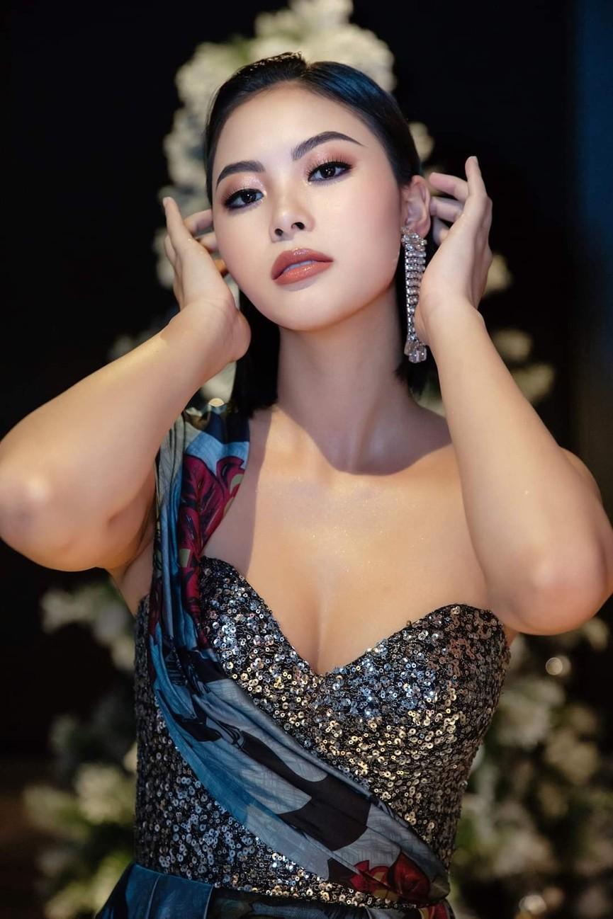 Gu thời trang 'thăng hạng' đầy nóng bỏng của Người đẹp Biển Đào Thị Hà  - ảnh 11