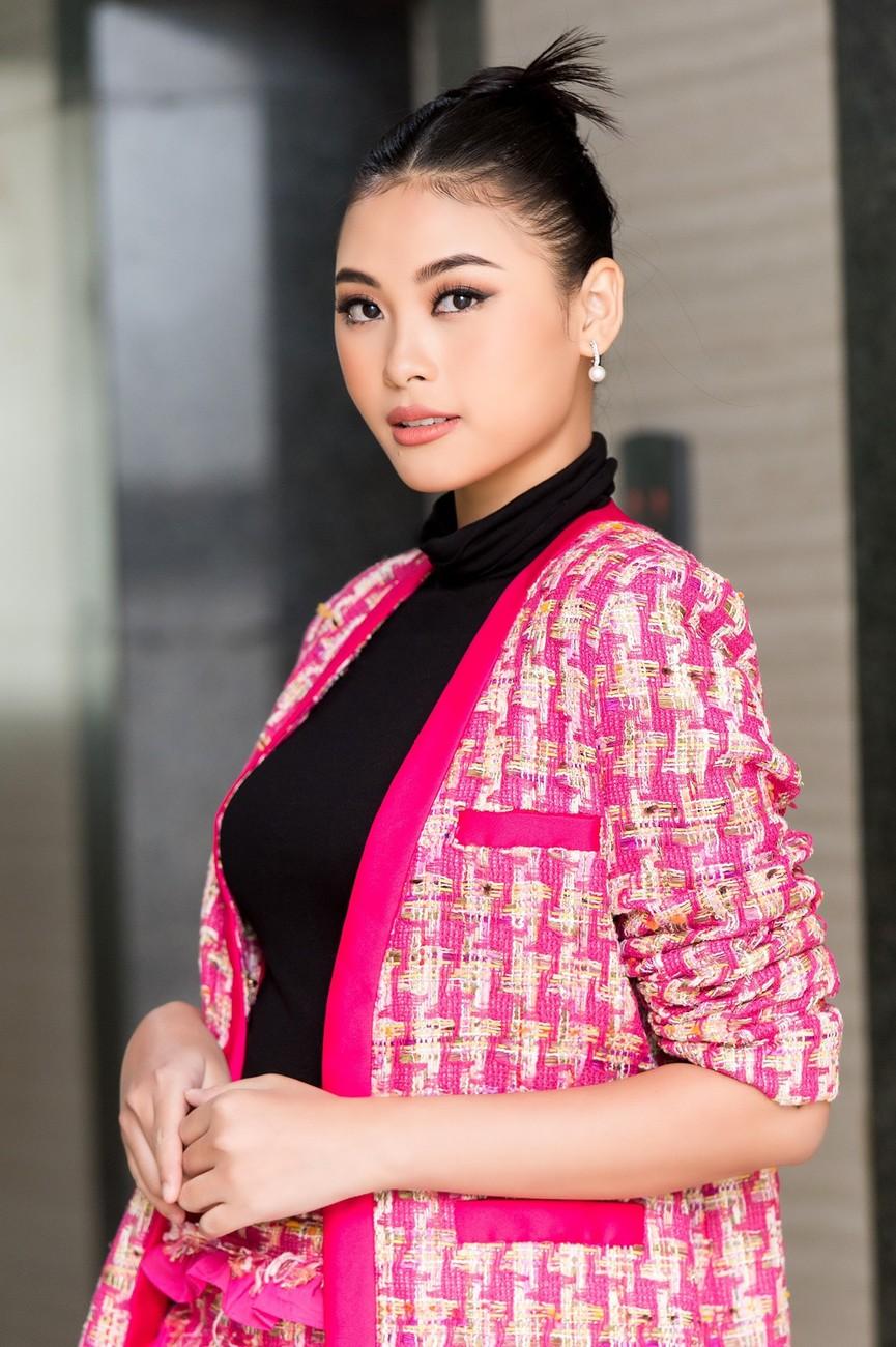 Gu thời trang 'thăng hạng' đầy nóng bỏng của Người đẹp Biển Đào Thị Hà  - ảnh 4