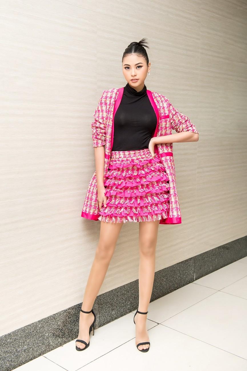 Gu thời trang 'thăng hạng' đầy nóng bỏng của Người đẹp Biển Đào Thị Hà  - ảnh 3