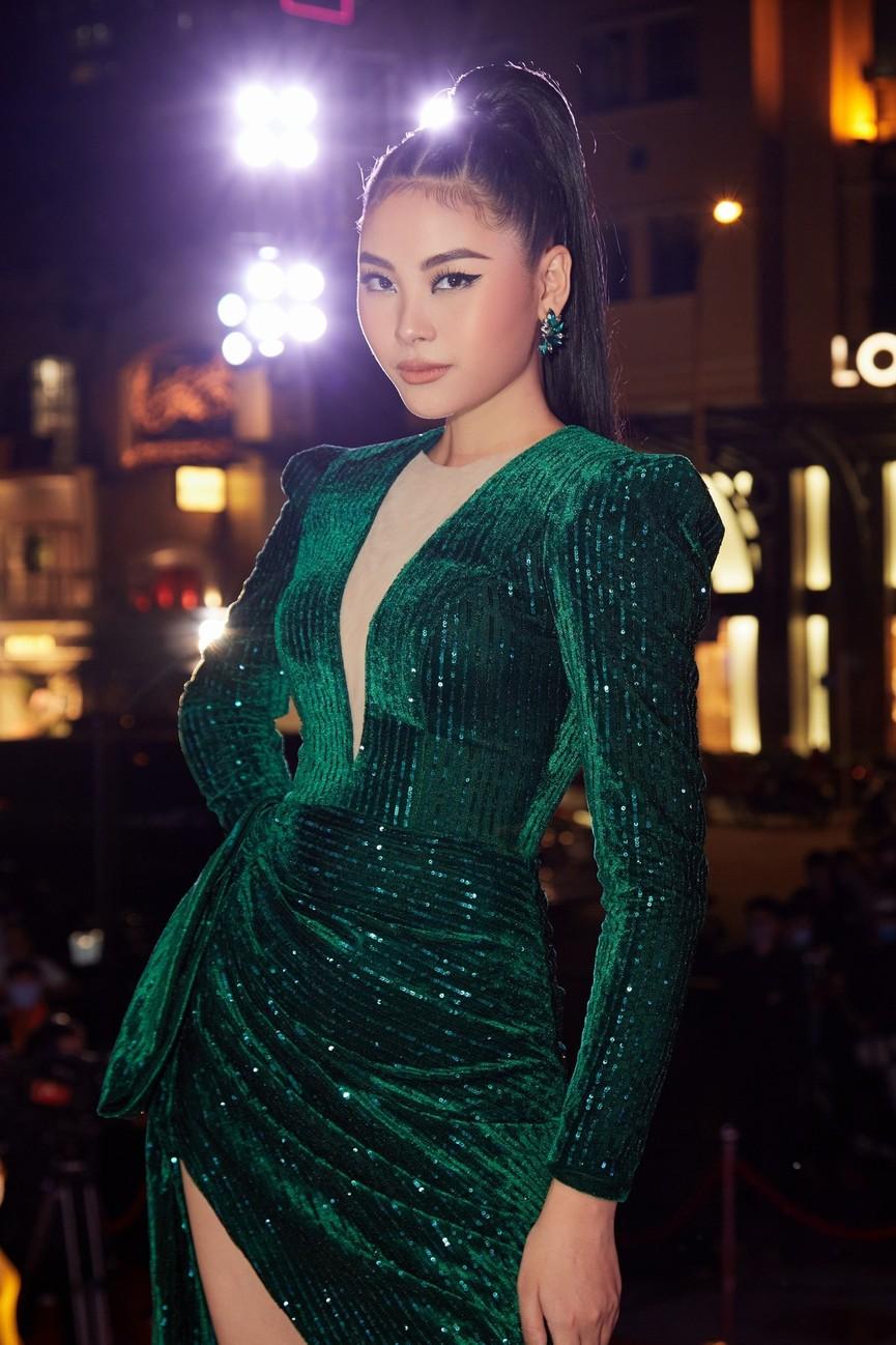 Gu thời trang 'thăng hạng' đầy nóng bỏng của Người đẹp Biển Đào Thị Hà  - ảnh 6