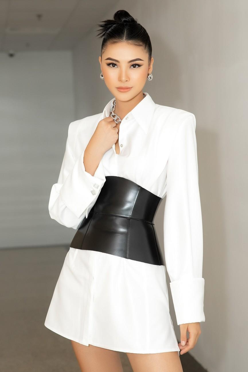 Gu thời trang 'thăng hạng' đầy nóng bỏng của Người đẹp Biển Đào Thị Hà  - ảnh 1