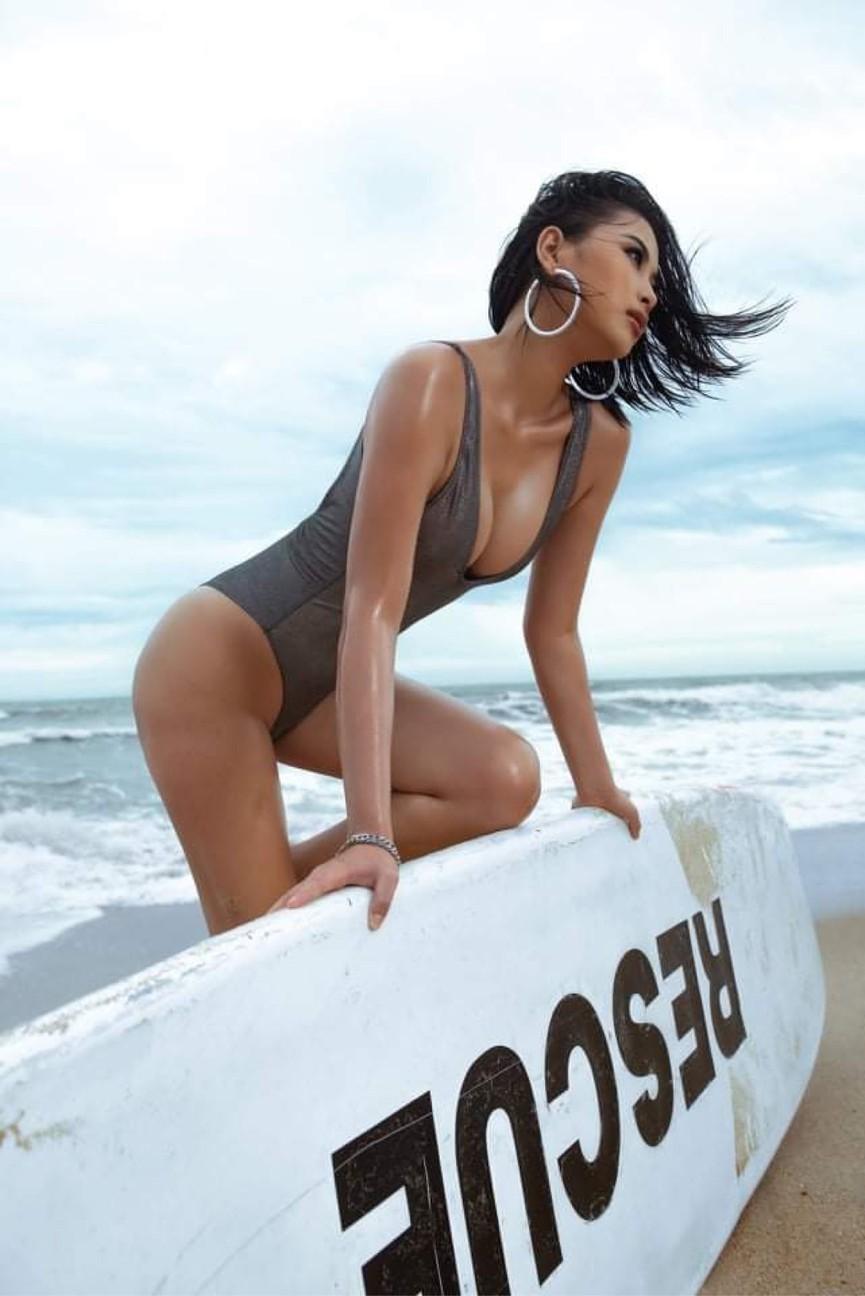 Người đẹp Biển Đào Thị Hà mặc áo tắm nóng bỏng, khoe body cực 'gắt' trên biển - ảnh 1