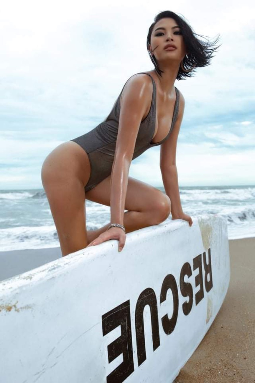 Người đẹp Biển Đào Thị Hà mặc áo tắm nóng bỏng, khoe body cực 'gắt' trên biển - ảnh 2
