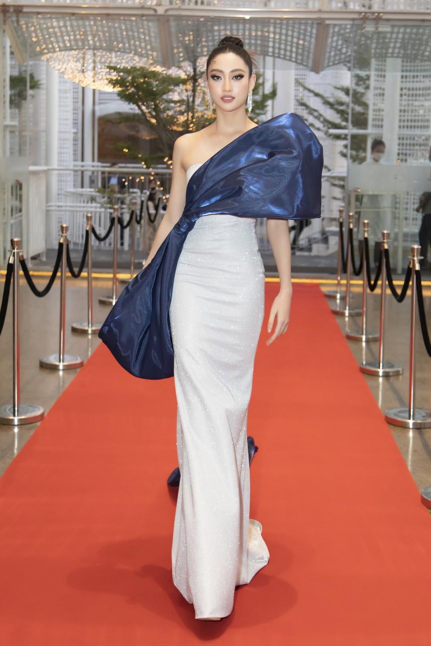 Top 3 Hoa hậu Việt Nam 2020 mặc váy cắt xẻ gợi cảm, đọ sắc Lương Thuỳ Linh-Kiều Loan - ảnh 12