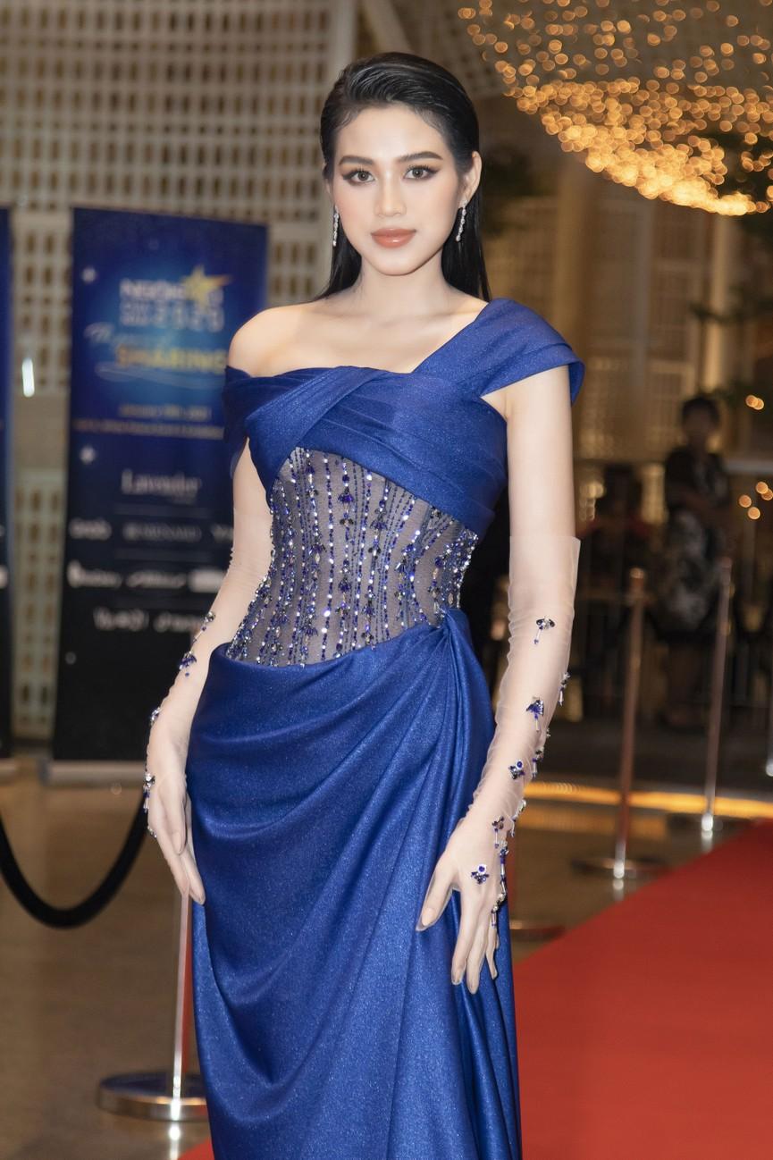Top 3 Hoa hậu Việt Nam 2020 mặc váy cắt xẻ gợi cảm, đọ sắc Lương Thuỳ Linh-Kiều Loan - ảnh 3