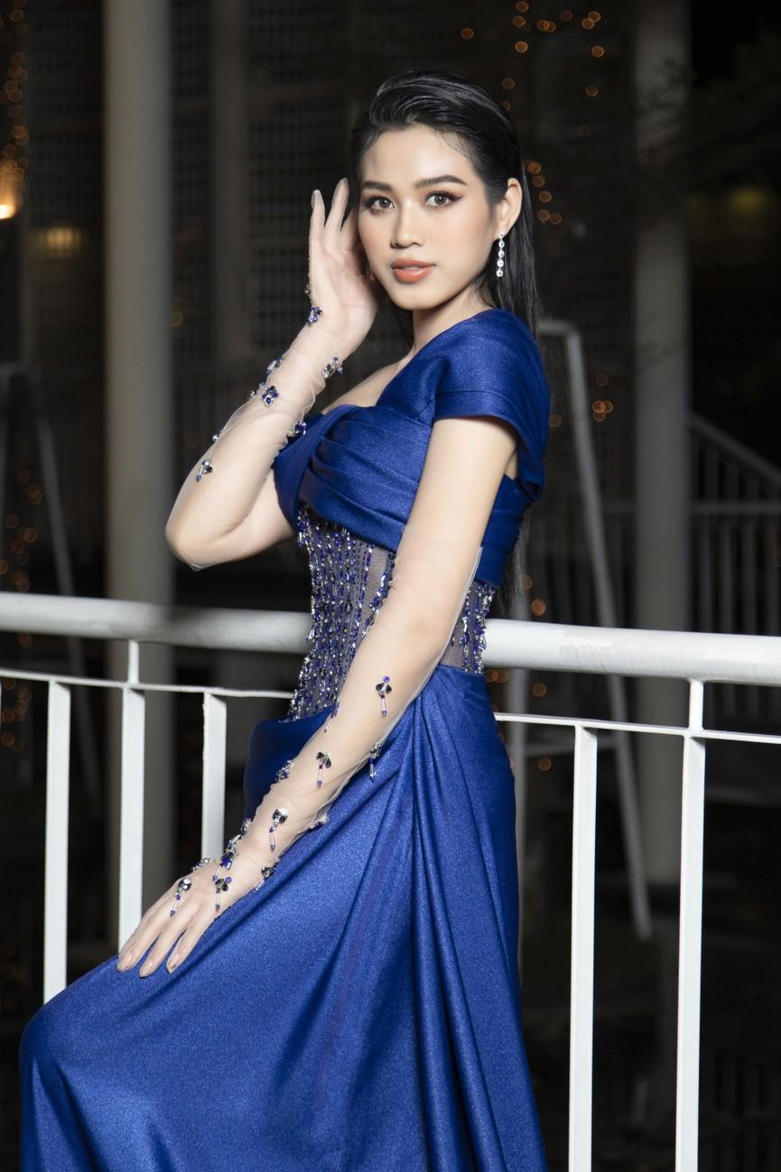 Top 3 Hoa hậu Việt Nam 2020 mặc váy cắt xẻ gợi cảm, đọ sắc Lương Thuỳ Linh-Kiều Loan - ảnh 5