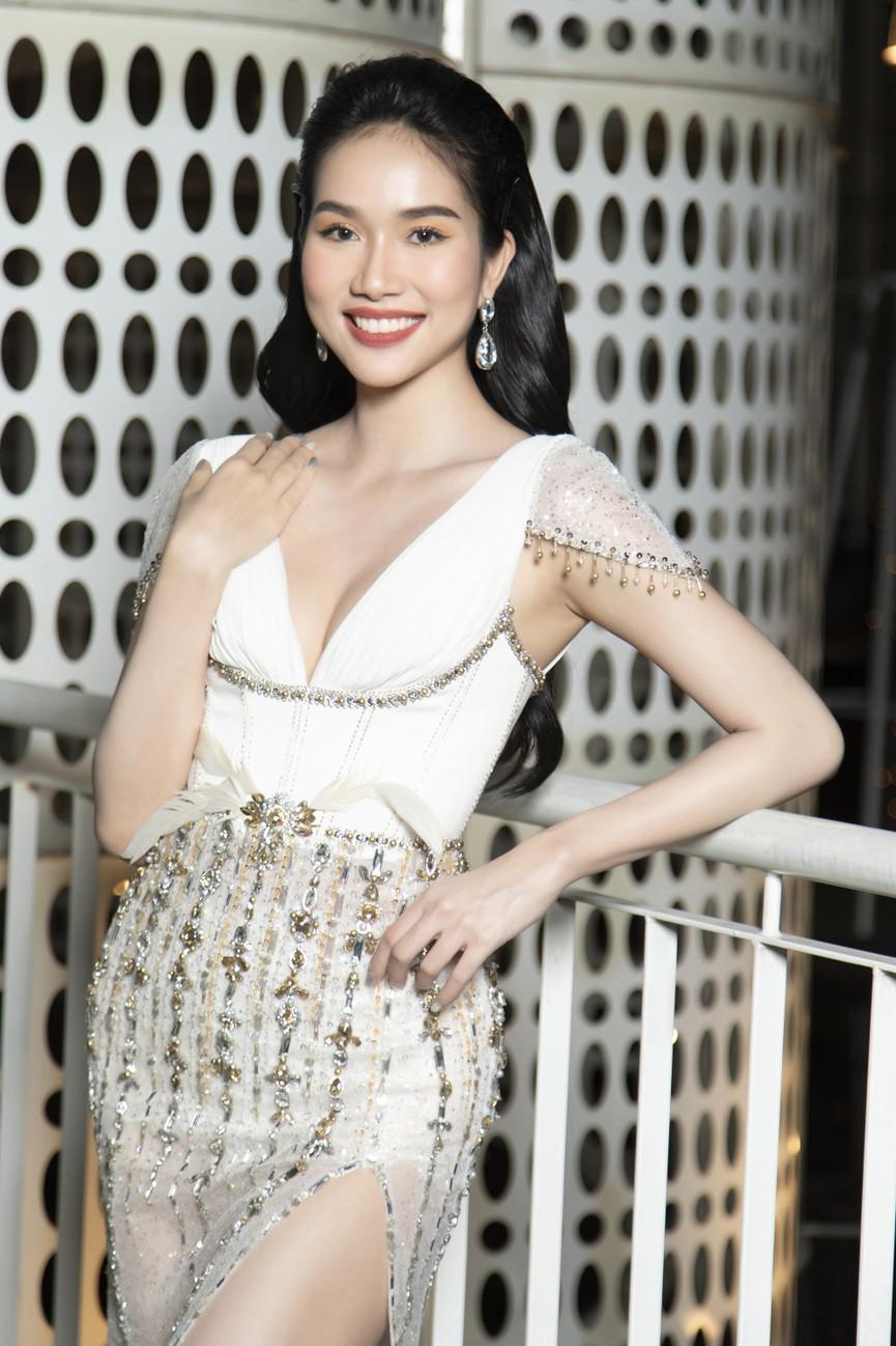 Top 3 Hoa hậu Việt Nam 2020 mặc váy cắt xẻ gợi cảm, đọ sắc Lương Thuỳ Linh-Kiều Loan - ảnh 8