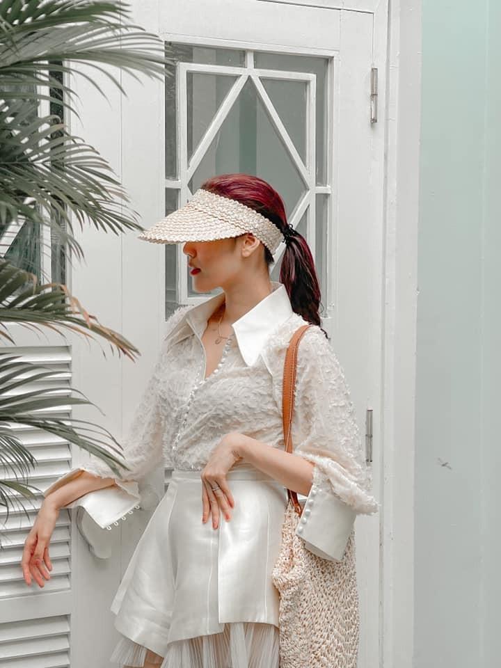 Hoa hậu Tiểu Vy xinh đẹp với áo dài lạ mắt, Khánh Vân diện váy dạ hội cắt xẻ nóng bỏng  - ảnh 8