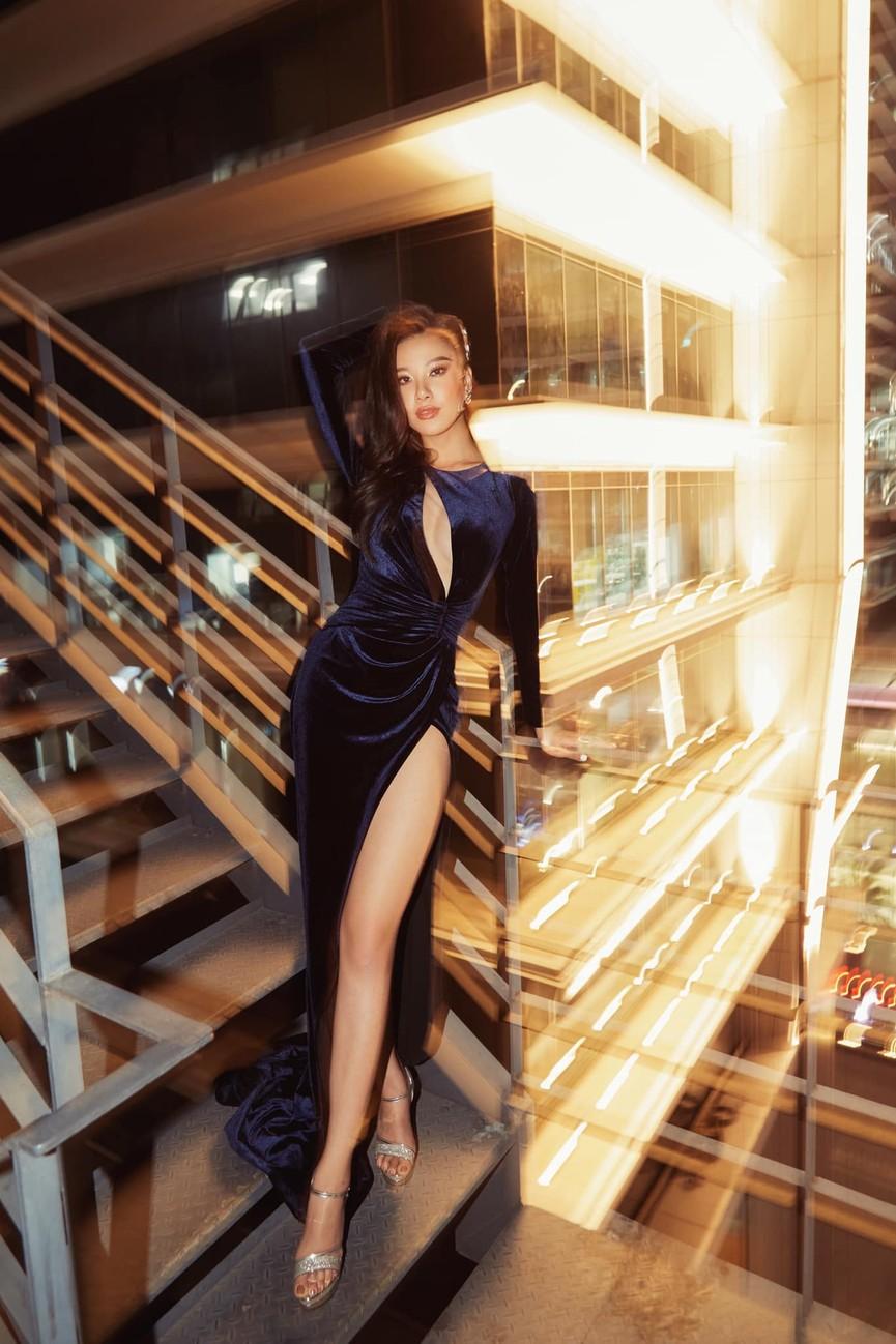 Hoa hậu Tiểu Vy xinh đẹp với áo dài lạ mắt, Khánh Vân diện váy dạ hội cắt xẻ nóng bỏng  - ảnh 10