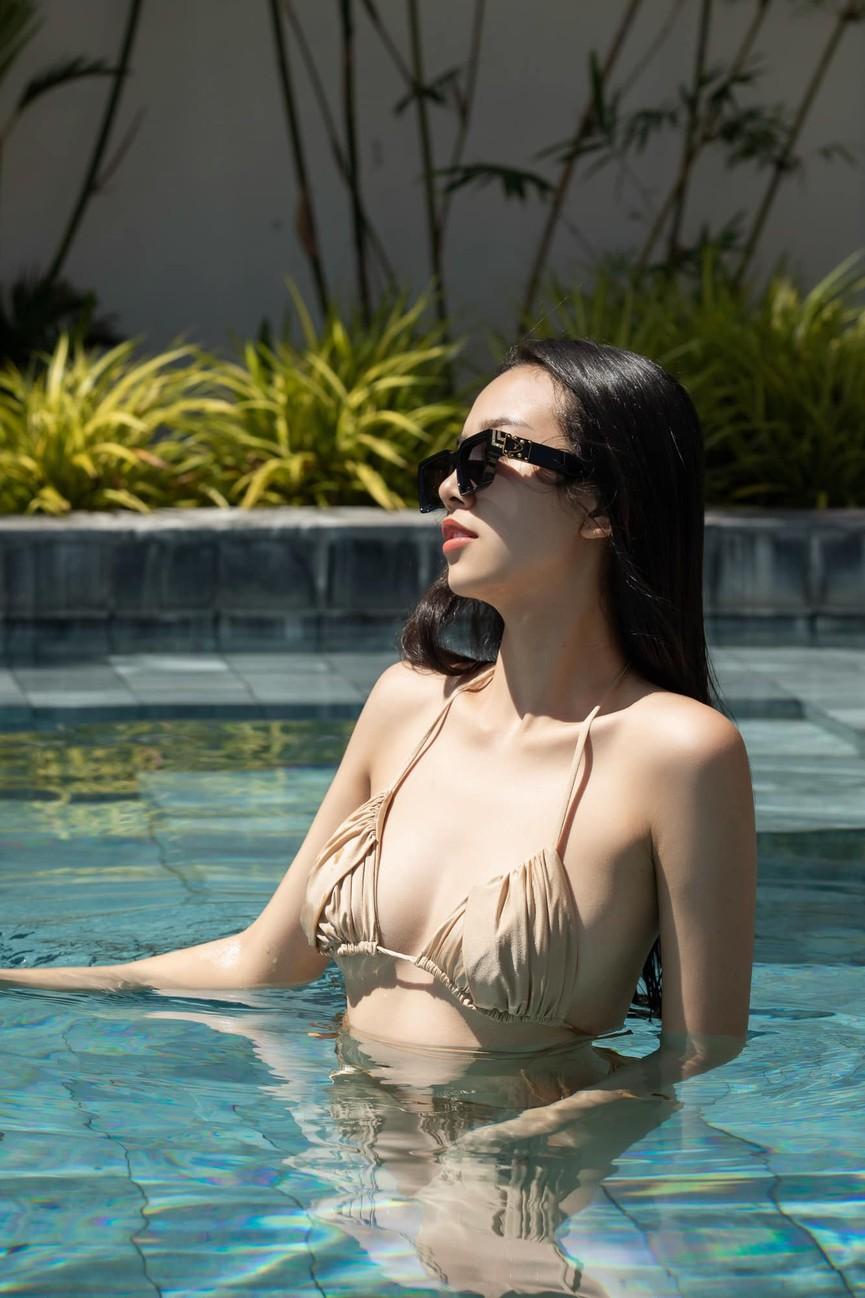 Chuẩn bị lên xe hoa, Á hậu Thúy An tung loạt ảnh bikini sexy trong tiệc chia tay độc thân - ảnh 3
