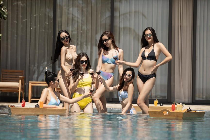 Chuẩn bị lên xe hoa, Á hậu Thúy An tung loạt ảnh bikini sexy trong tiệc chia tay độc thân - ảnh 5
