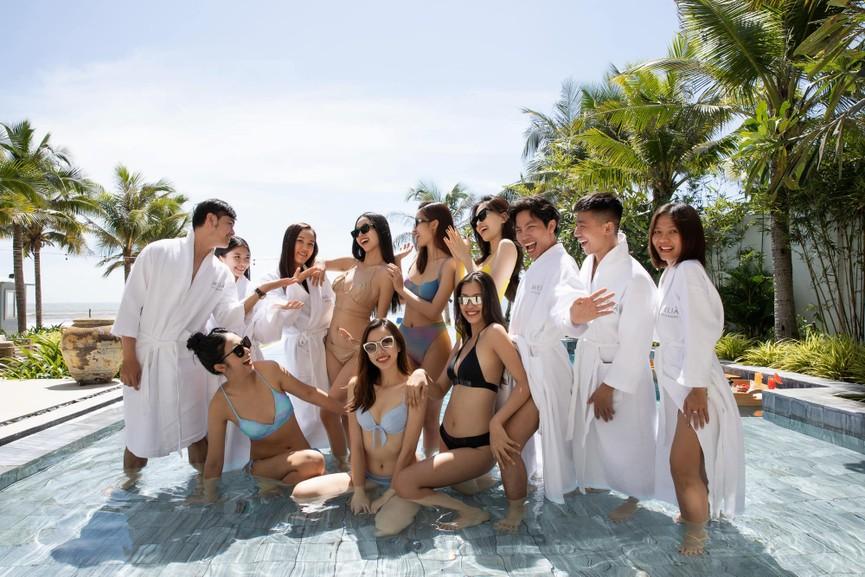Chuẩn bị lên xe hoa, Á hậu Thúy An tung loạt ảnh bikini sexy trong tiệc chia tay độc thân - ảnh 7