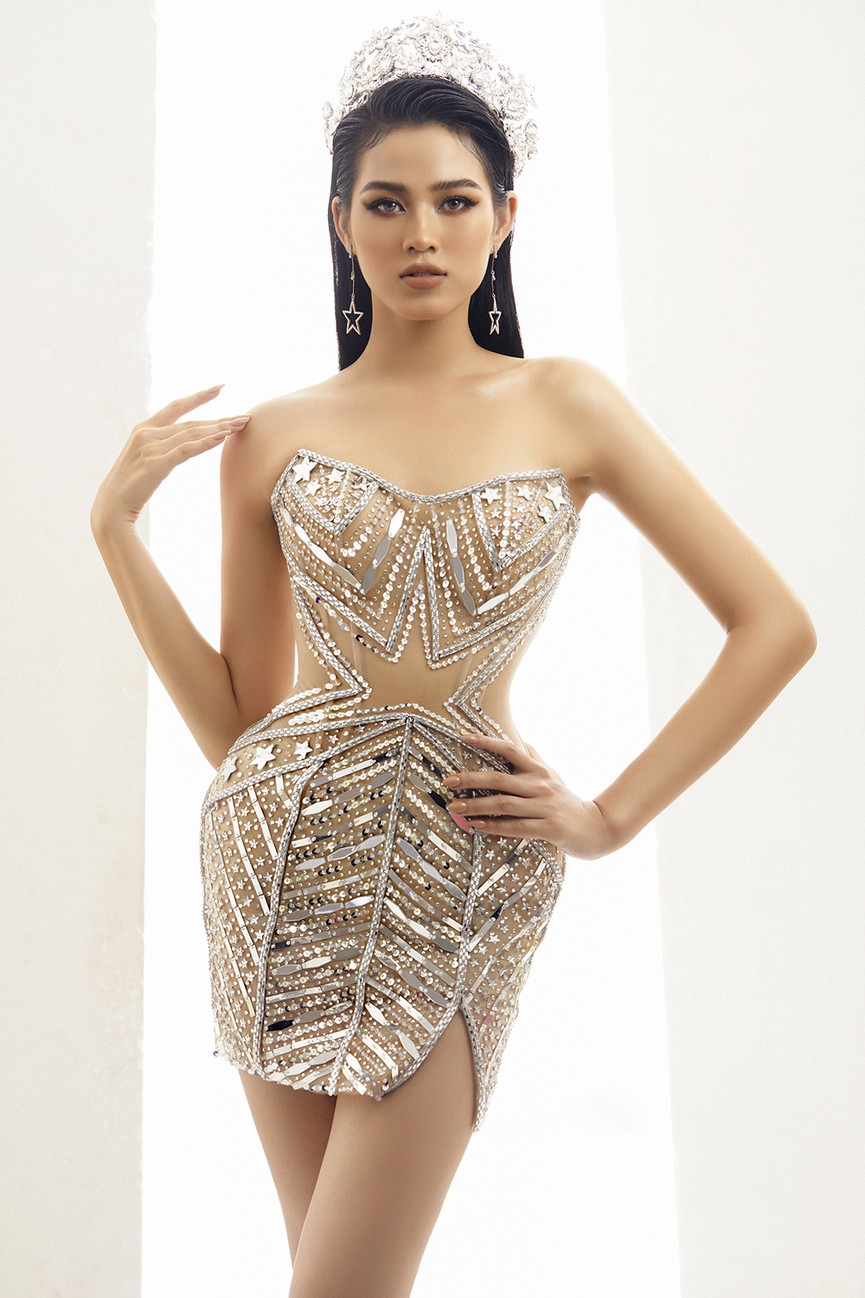 Lần đầu đọ sắc cùng đàn chị Tiểu Vy, Hoa hậu Đỗ Thị Hà khoe body cực nóng bỏng  - ảnh 8