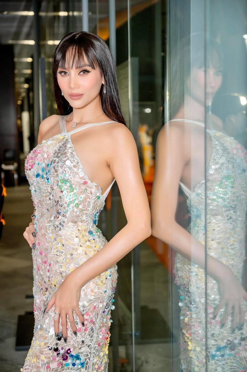 H'Hen Niê diện váy vàng rực, Khánh Vân-Võ Hoàng Yến sexy hết cỡ với váy đính đá - ảnh 9