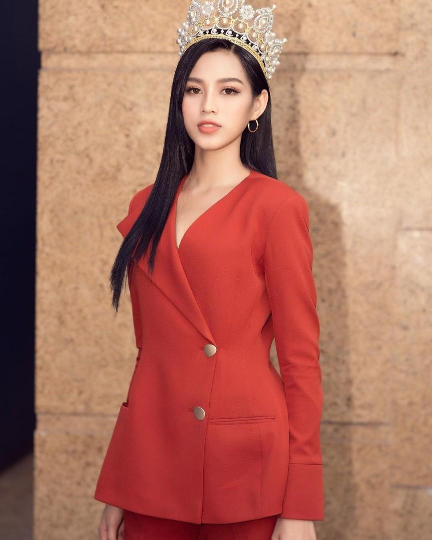 Tuyển tập những bộ váy gam màu đỏ tôn vóc dáng cực nóng bỏng của Hoa hậu Đỗ Thị Hà - ảnh 15