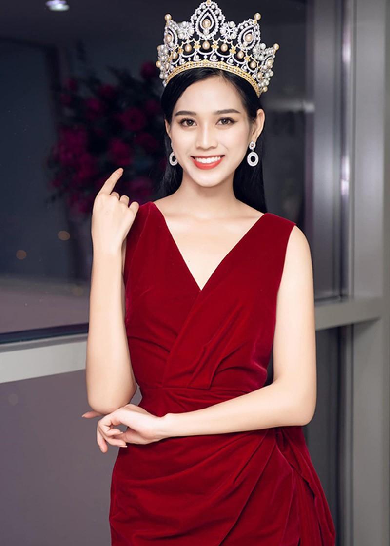 Tuyển tập những bộ váy gam màu đỏ tôn vóc dáng cực nóng bỏng của Hoa hậu Đỗ Thị Hà - ảnh 13