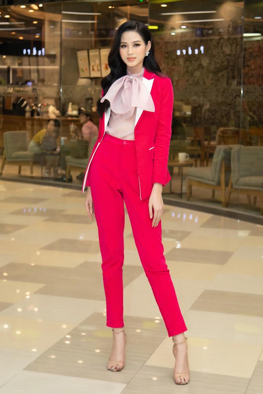 Tuyển tập những bộ váy gam màu đỏ tôn vóc dáng cực nóng bỏng của Hoa hậu Đỗ Thị Hà - ảnh 11