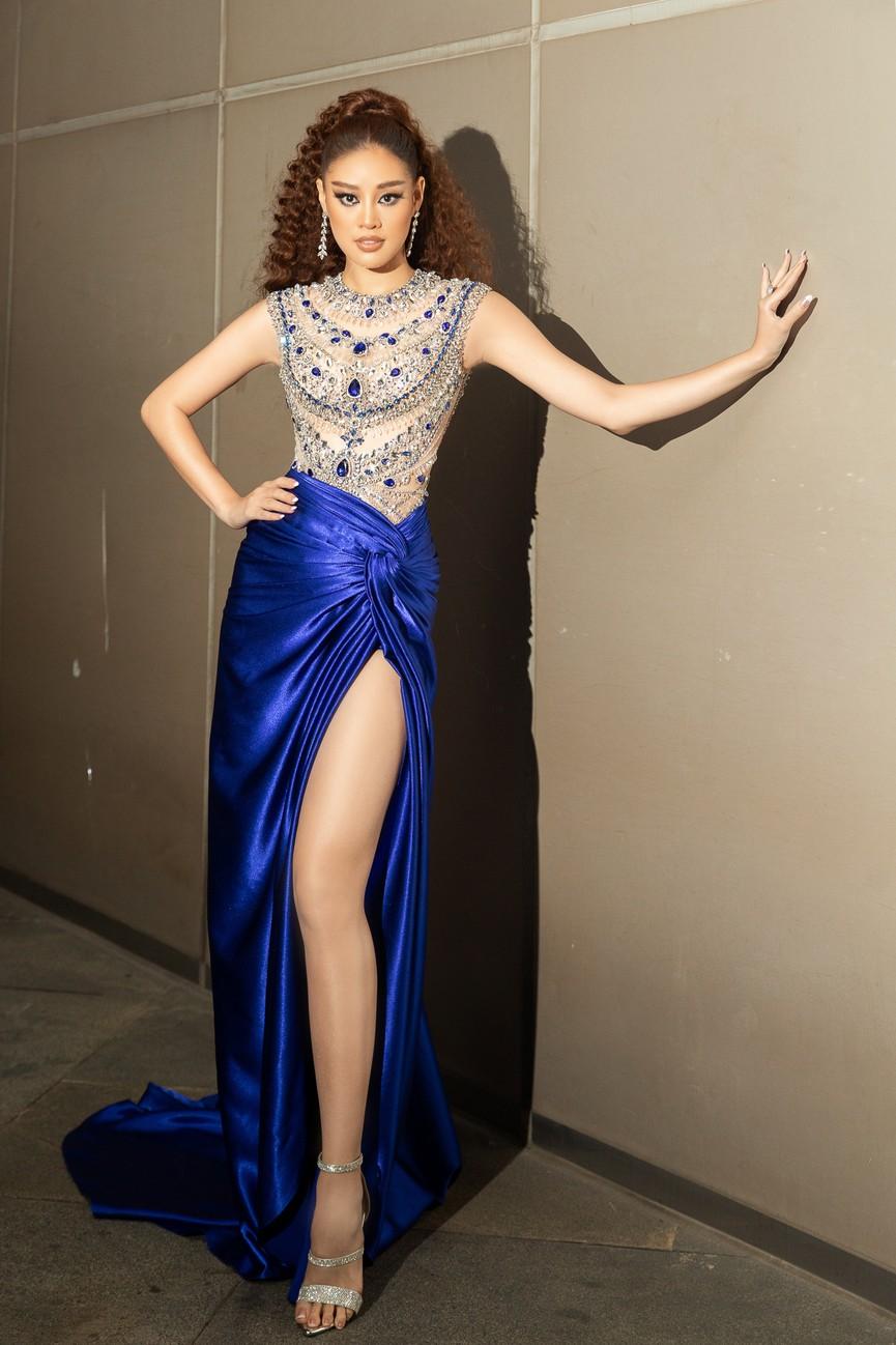 H'Hen Niê diện váy vàng rực, Khánh Vân-Võ Hoàng Yến sexy hết cỡ với váy đính đá - ảnh 5