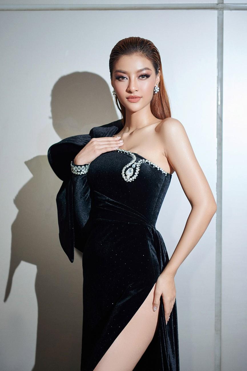 Đỗ Thị Hà, Đỗ Mỹ Linh và dàn hậu mặc váy xẻ khoe chân dài 'cực phẩm' trên thảm đỏ - ảnh 12