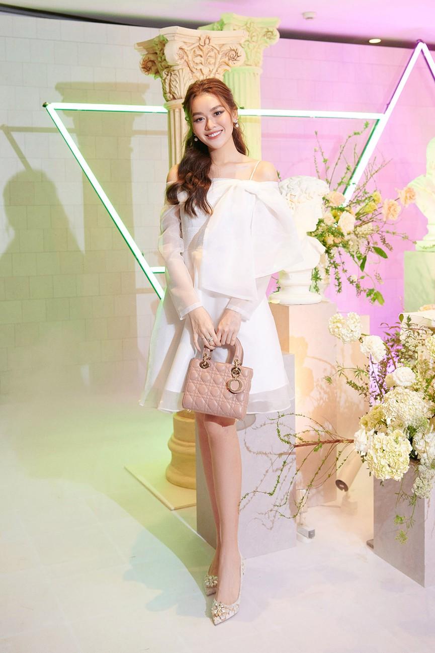 Dàn Hoa hậu, Á hậu đọ sắc vóc nóng bỏng trong đám cưới Á hậu Thuý An  - ảnh 13