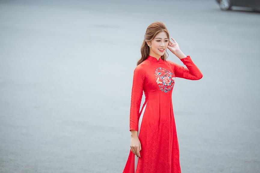 Nữ tiếp viên hàng không lọt Top 10 HHVN 2020 khoe nhan sắc rạng rỡ với áo dài Tết  - ảnh 5