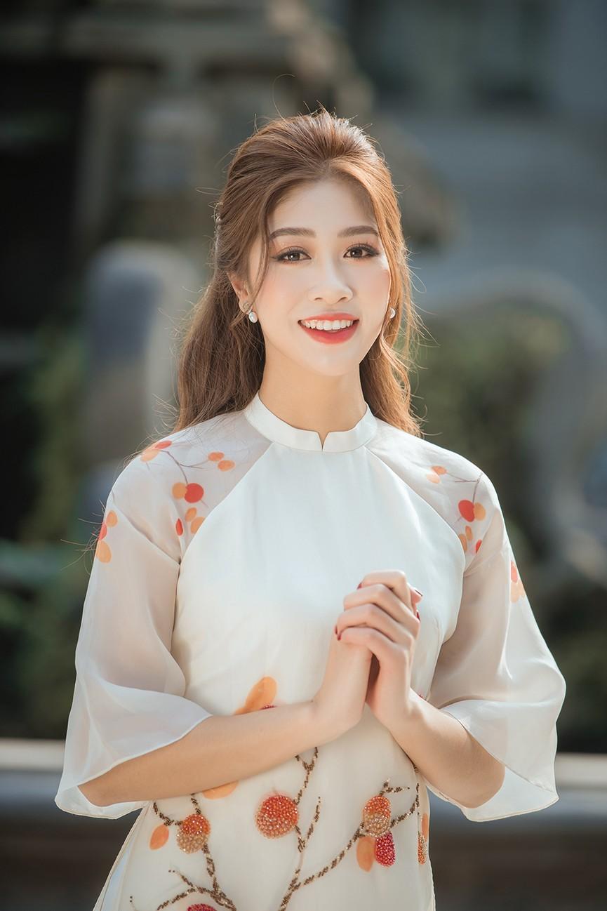 Nữ tiếp viên hàng không lọt Top 10 HHVN 2020 khoe nhan sắc rạng rỡ với áo dài Tết  - ảnh 9
