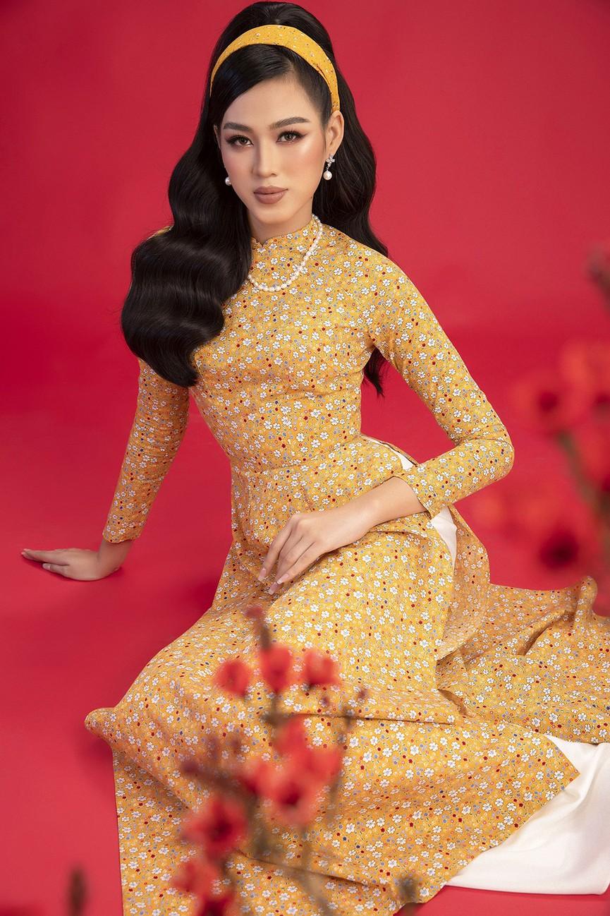 Diện áo dài Tết theo phong cách xưa, Top 3 HHVN 2020 đẹp như minh tinh thập niên 50 - ảnh 2