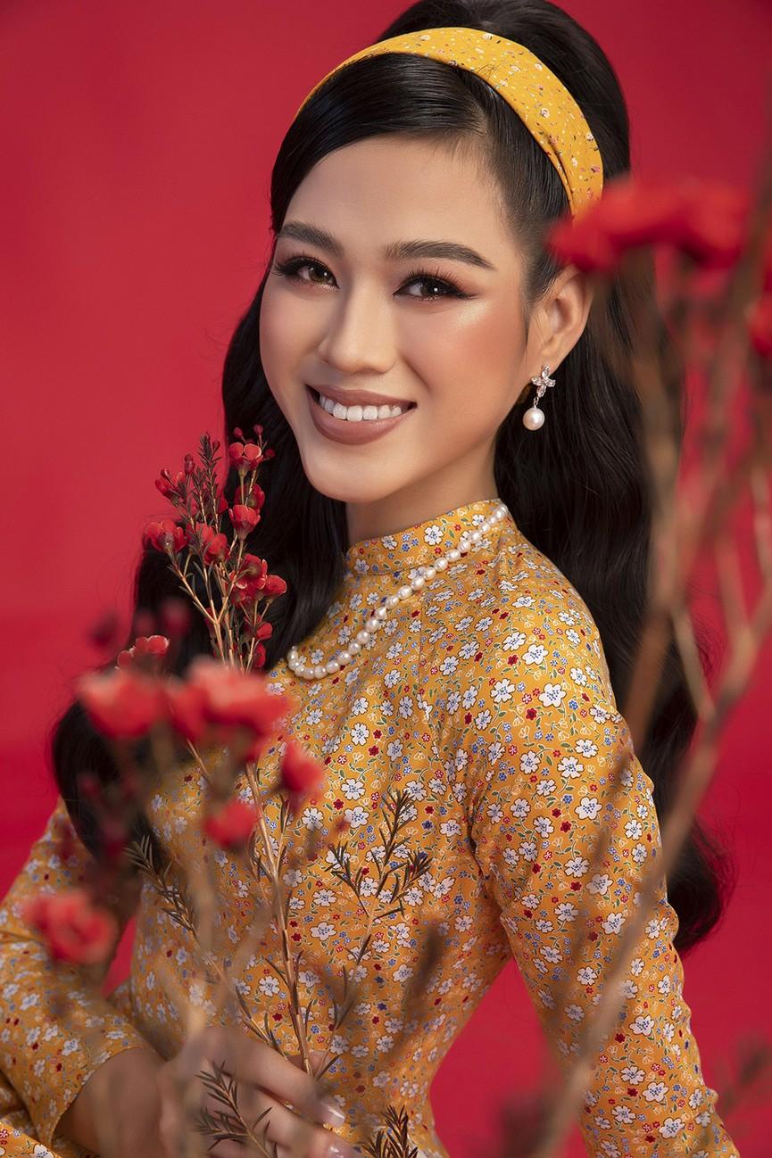 Diện áo dài Tết theo phong cách xưa, Top 3 HHVN 2020 đẹp như minh tinh thập niên 50 - ảnh 3