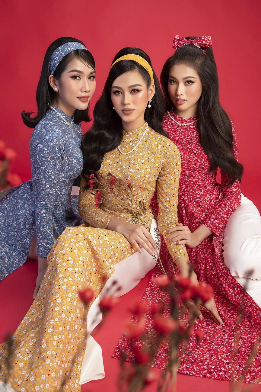 Diện áo dài Tết theo phong cách xưa, Top 3 HHVN 2020 đẹp như minh tinh thập niên 50 - ảnh 9