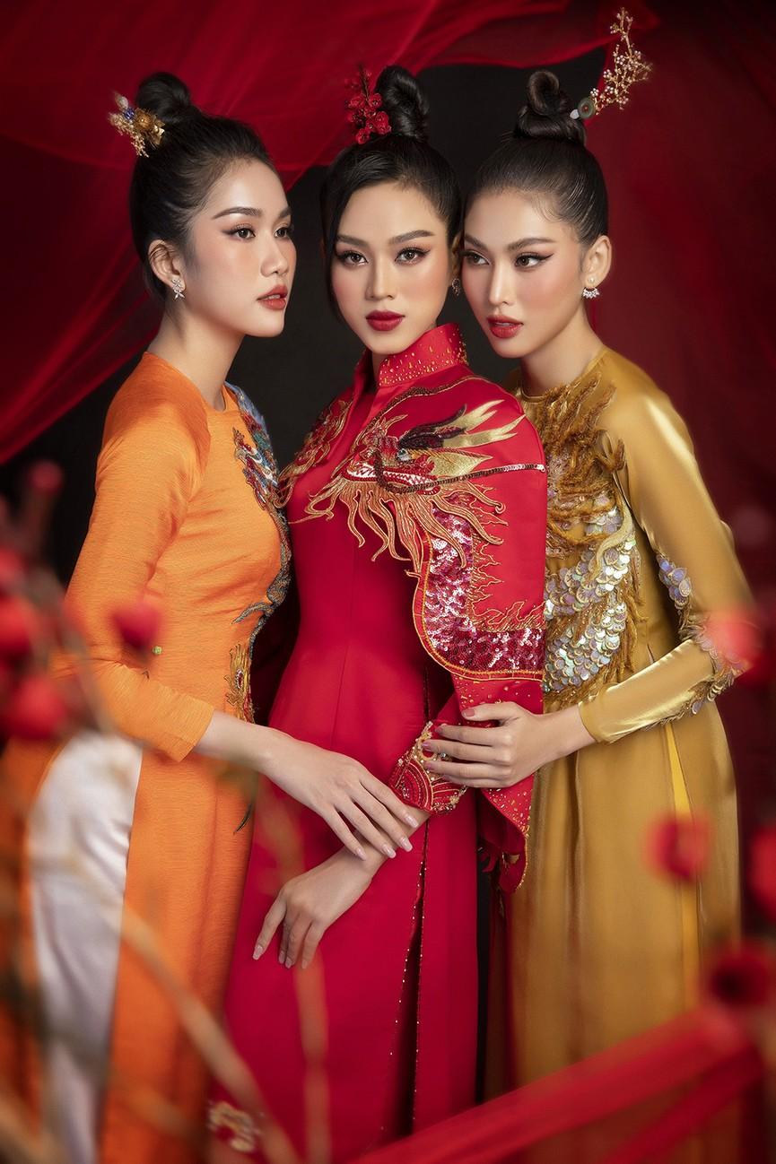 Hoa hậu Đỗ Thị Hà, Á hậu Phương Anh-Ngọc Thảo hóa 'mỹ nhân cổ trang' trong bộ ảnh Tết - ảnh 1