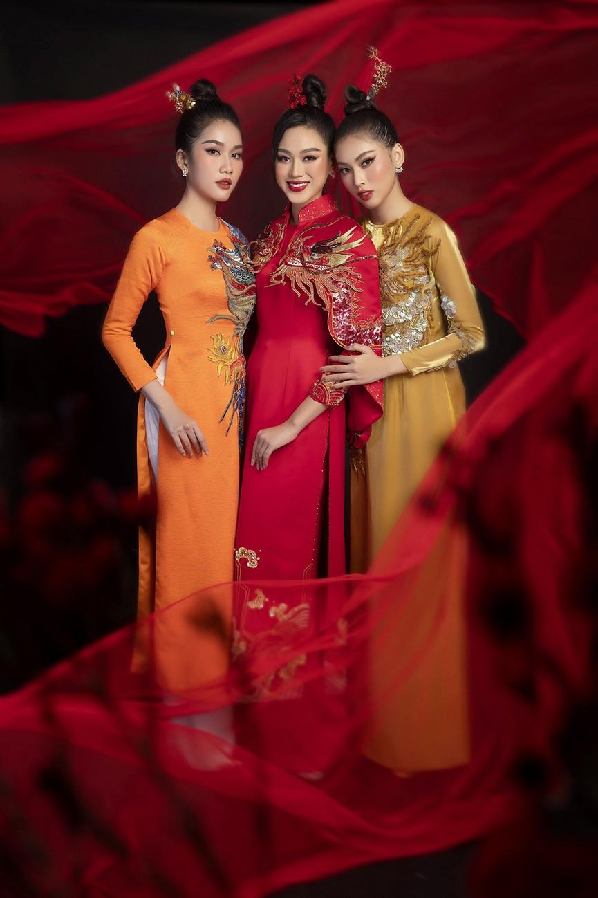 Hoa hậu Đỗ Thị Hà, Á hậu Phương Anh-Ngọc Thảo hóa 'mỹ nhân cổ trang' trong bộ ảnh Tết - ảnh 11