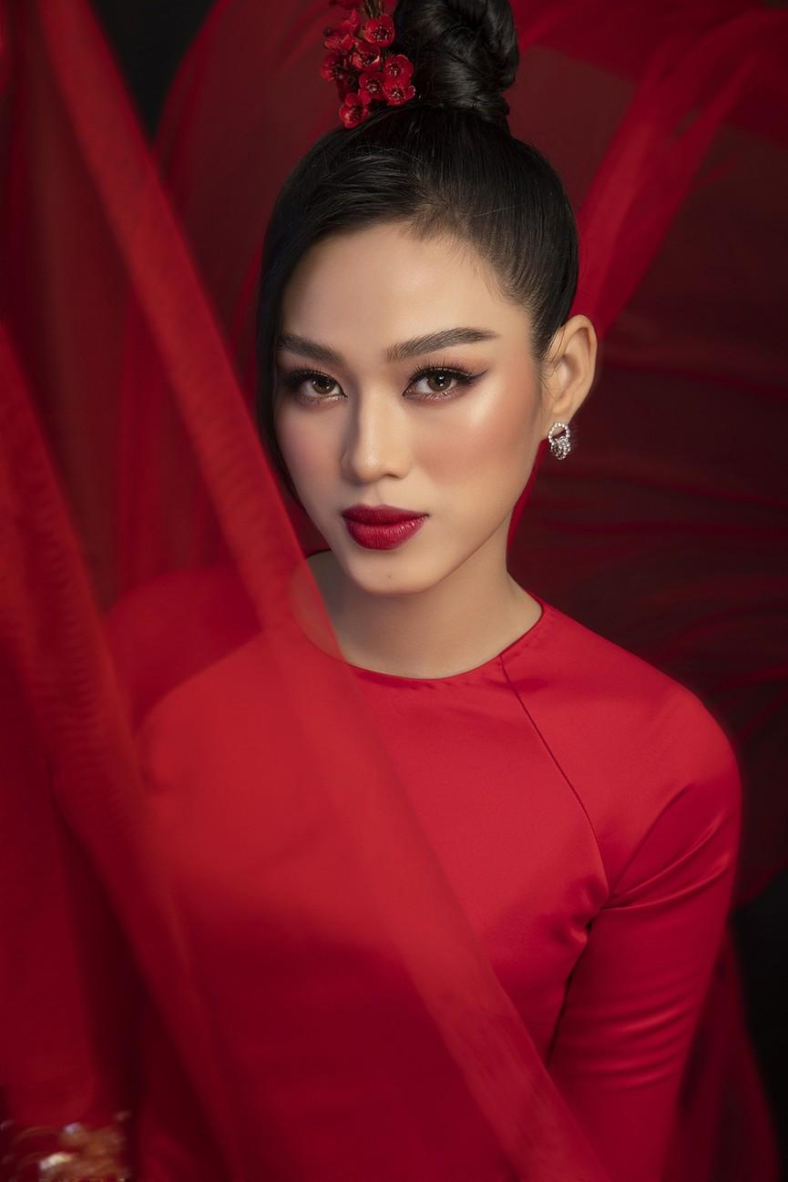 Hoa hậu Đỗ Thị Hà, Á hậu Phương Anh-Ngọc Thảo hóa 'mỹ nhân cổ trang' trong bộ ảnh Tết - ảnh 4