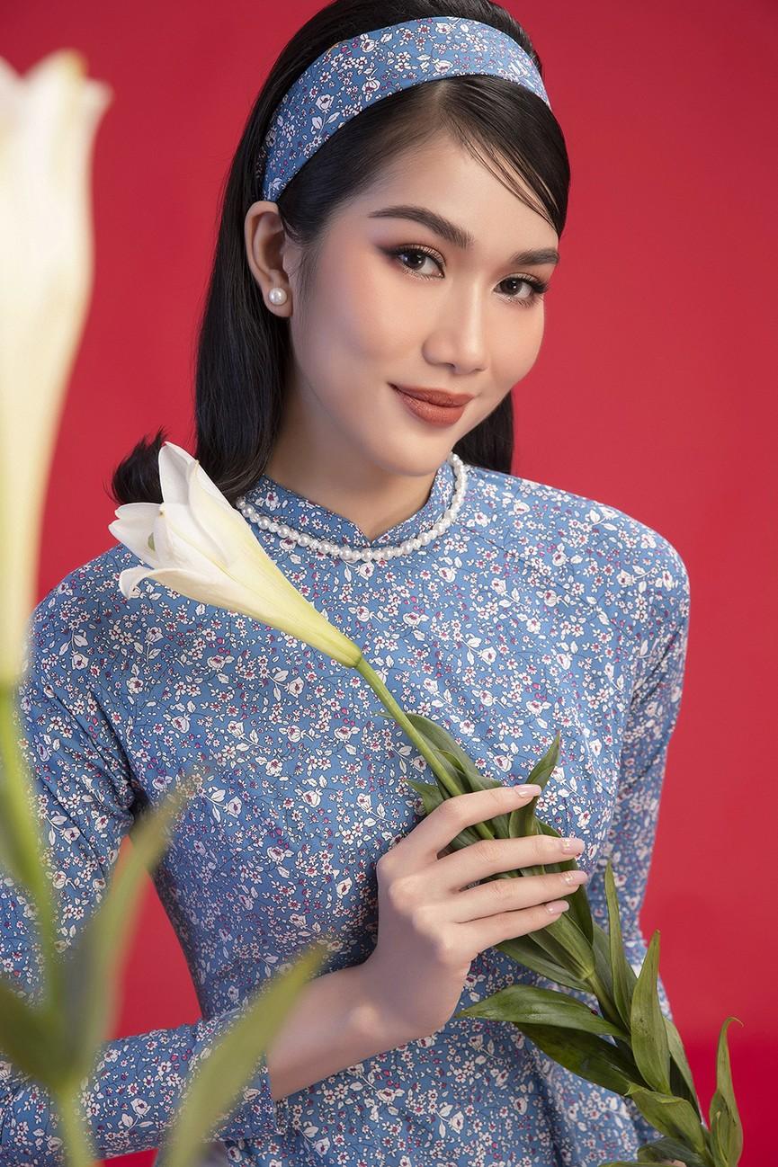 Diện áo dài Tết theo phong cách xưa, Top 3 HHVN 2020 đẹp như minh tinh thập niên 50 - ảnh 4