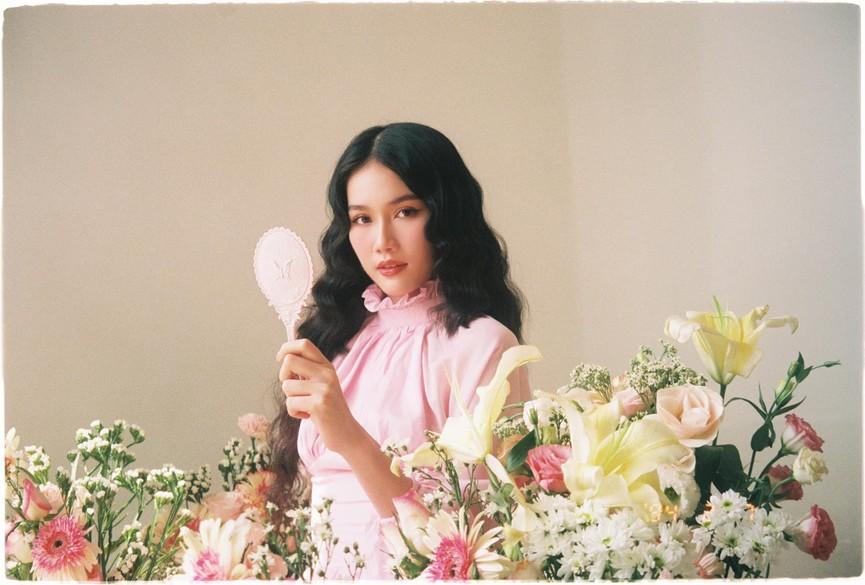 Tiểu Vy khoe body cực phẩm với bikini, Á hậu Phương Anh đẹp tựa nàng thơ  - ảnh 3