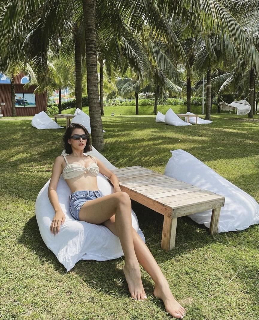 Tiểu Vy khoe body cực phẩm với bikini, Á hậu Phương Anh đẹp tựa nàng thơ  - ảnh 1