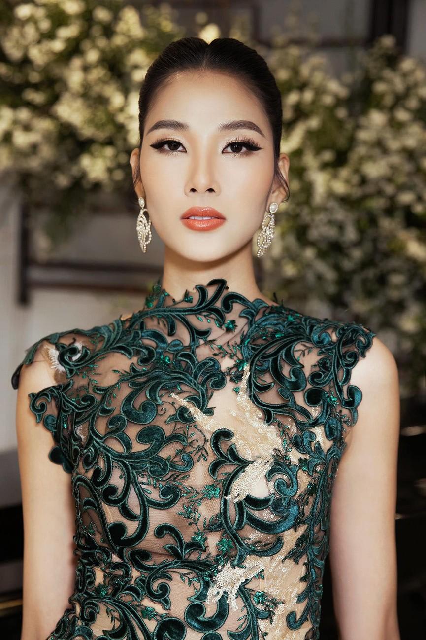 Á hậu Phương Anh diện crop-top khoe eo thon quyến rũ, Hoàng Thuỳ mặc xuyên thấu nóng bỏng - ảnh 3