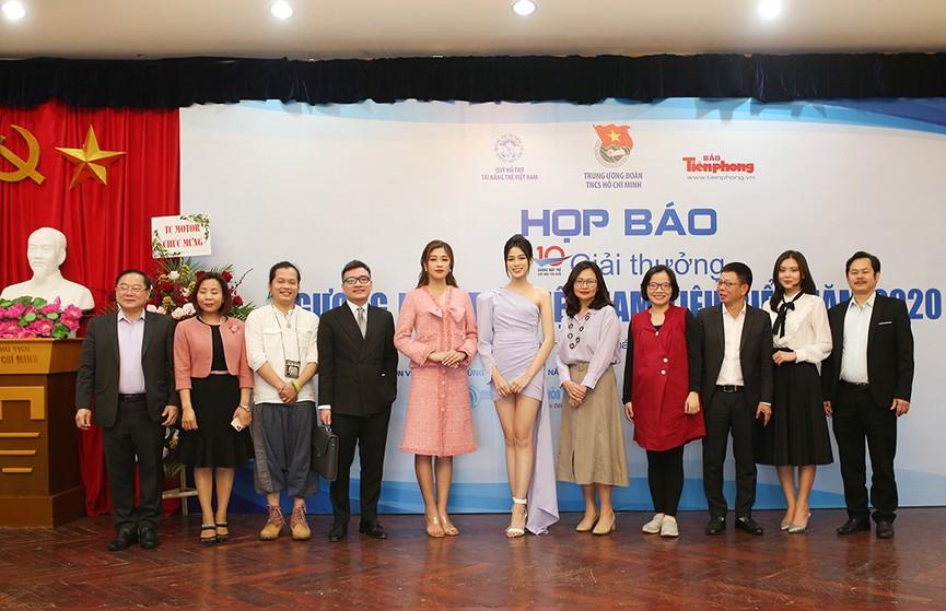 Hoa hậu Đỗ Thị Hà diện váy lệch vai khoe vóc dáng thon nuột - ảnh 10