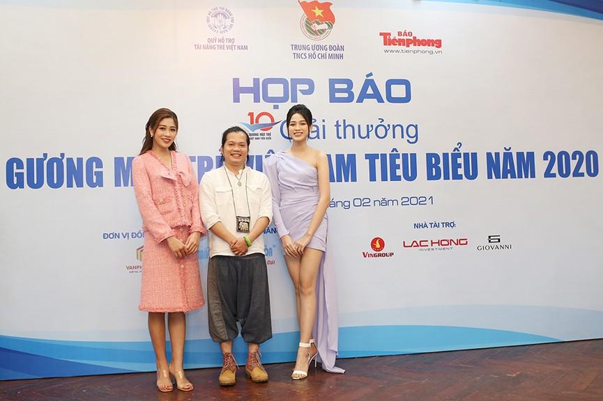 Hoa hậu Đỗ Thị Hà diện váy lệch vai khoe vóc dáng thon nuột - ảnh 9