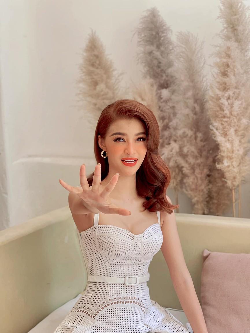 Á hậu Phương Anh đẹp tựa nàng thơ, Ngọc Thảo lên đồ sang chảnh uống cafe trong khu cách ly - ảnh 9