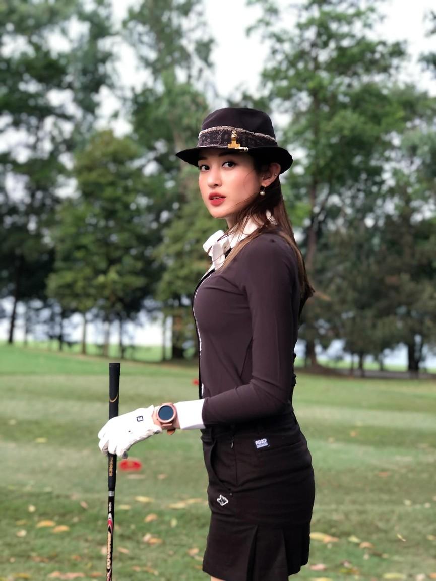 Lương Thuỳ Linh mặc áo crop-top lạ mắt sexy, Ngọc Thảo xinh đẹp rạng rỡ ở khu cách ly - ảnh 9