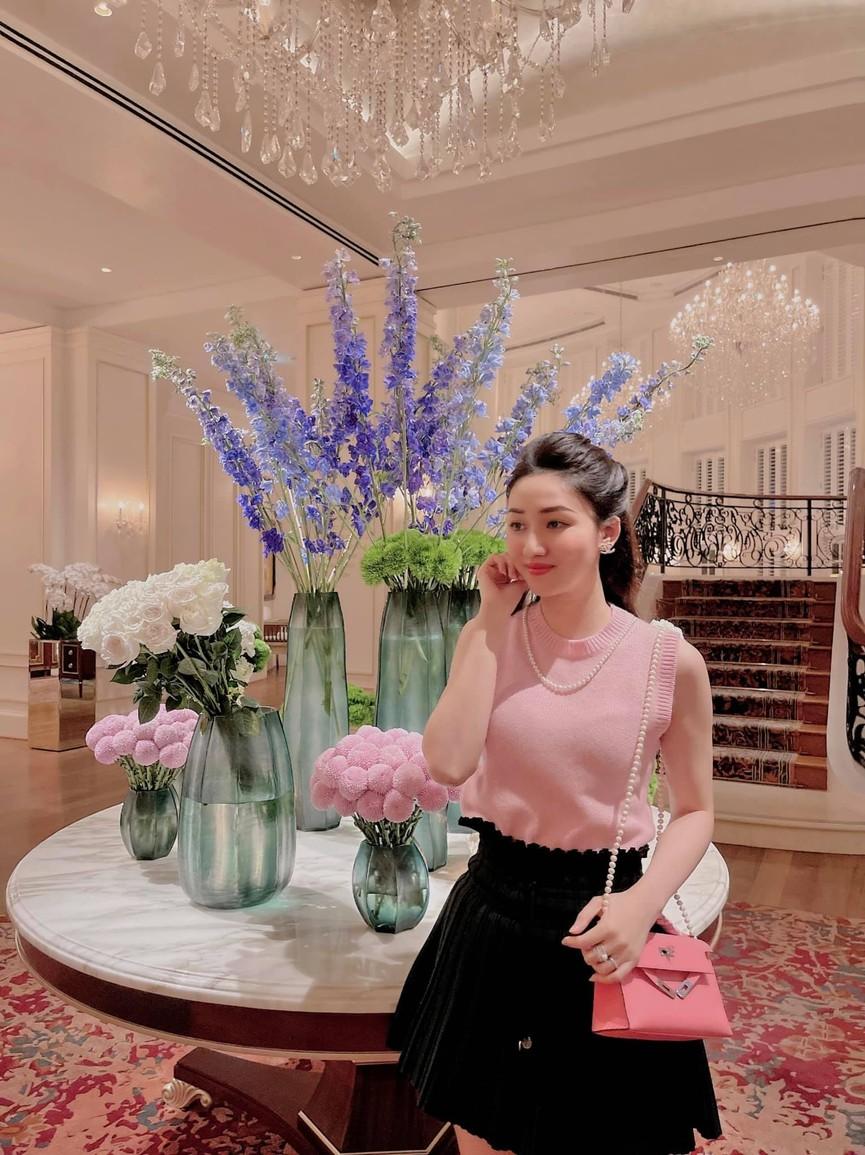 Lương Thuỳ Linh mặc áo crop-top lạ mắt sexy, Ngọc Thảo xinh đẹp rạng rỡ ở khu cách ly - ảnh 13