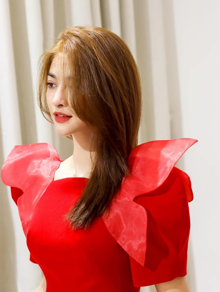 Lương Thuỳ Linh mặc áo crop-top lạ mắt sexy, Ngọc Thảo xinh đẹp rạng rỡ ở khu cách ly - ảnh 11