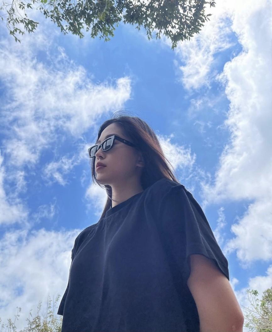 Lương Thuỳ Linh mặc áo crop-top lạ mắt sexy, Ngọc Thảo xinh đẹp rạng rỡ ở khu cách ly - ảnh 12