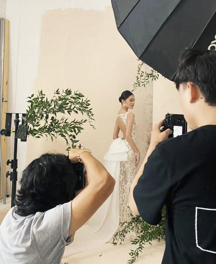 Lương Thuỳ Linh mặc áo crop-top lạ mắt sexy, Ngọc Thảo xinh đẹp rạng rỡ ở khu cách ly - ảnh 14