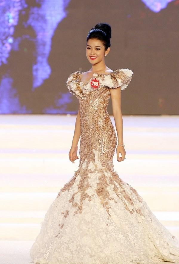 Hai người đẹp hiếm hoi giành giải 'Mặc trang phục dạ hội đẹp nhất' tại Hoa hậu Việt Nam - ảnh 8