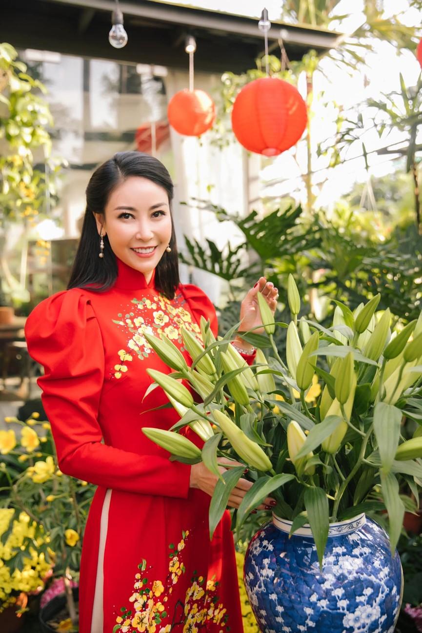 Á hậu Phương Anh diện váy trễ vai gợi cảm, H'Hen Niê mặc đầm xuyên thấu nóng bỏng - ảnh 14