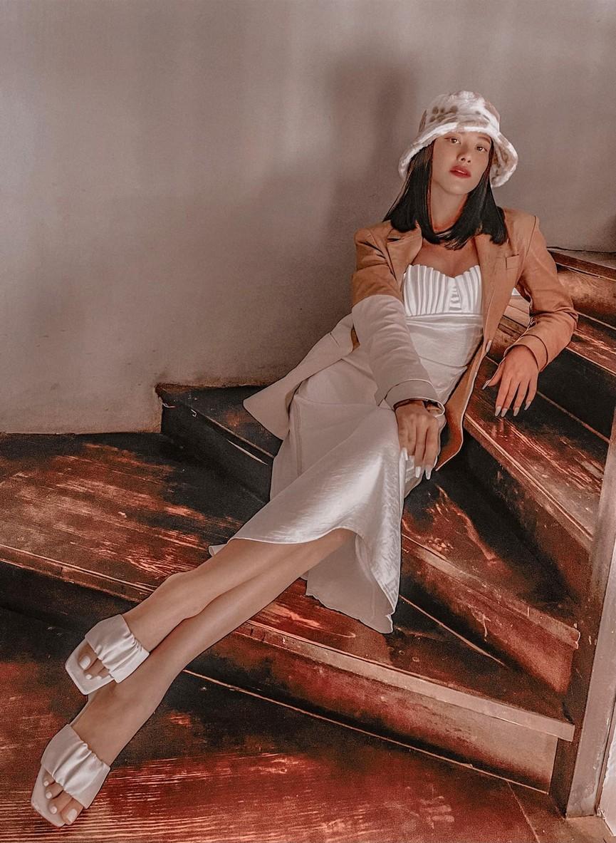 Á hậu Phương Anh diện váy trễ vai gợi cảm, H'Hen Niê mặc đầm xuyên thấu nóng bỏng - ảnh 13